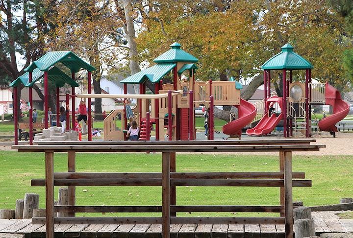Valle Lindo Park playground, Camarillo