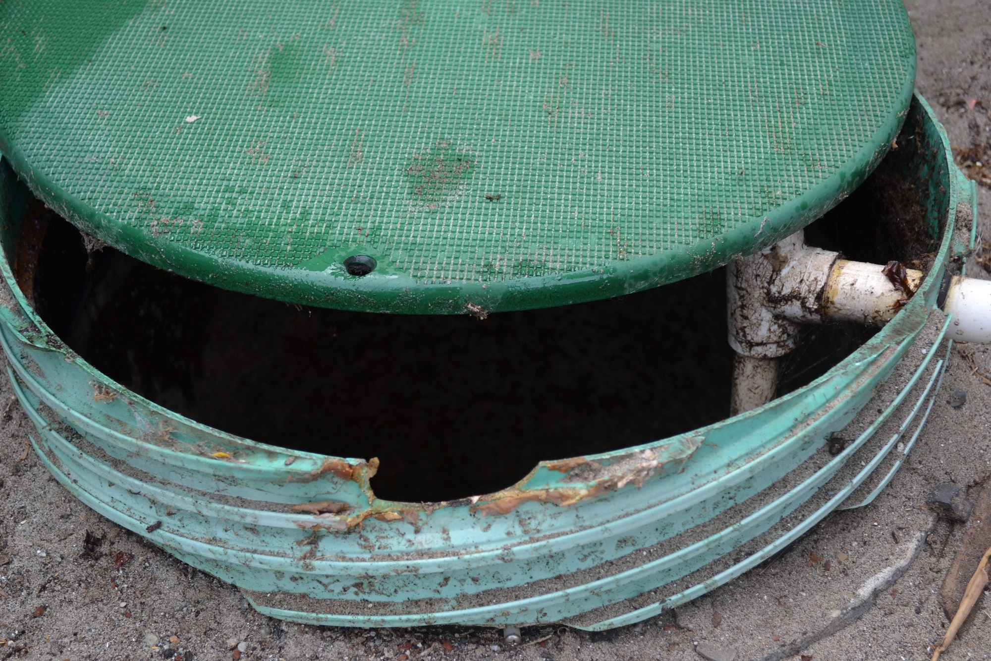 Septic with chip on riser