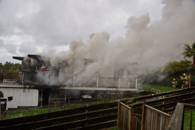 Large amount of smoke at a house fire