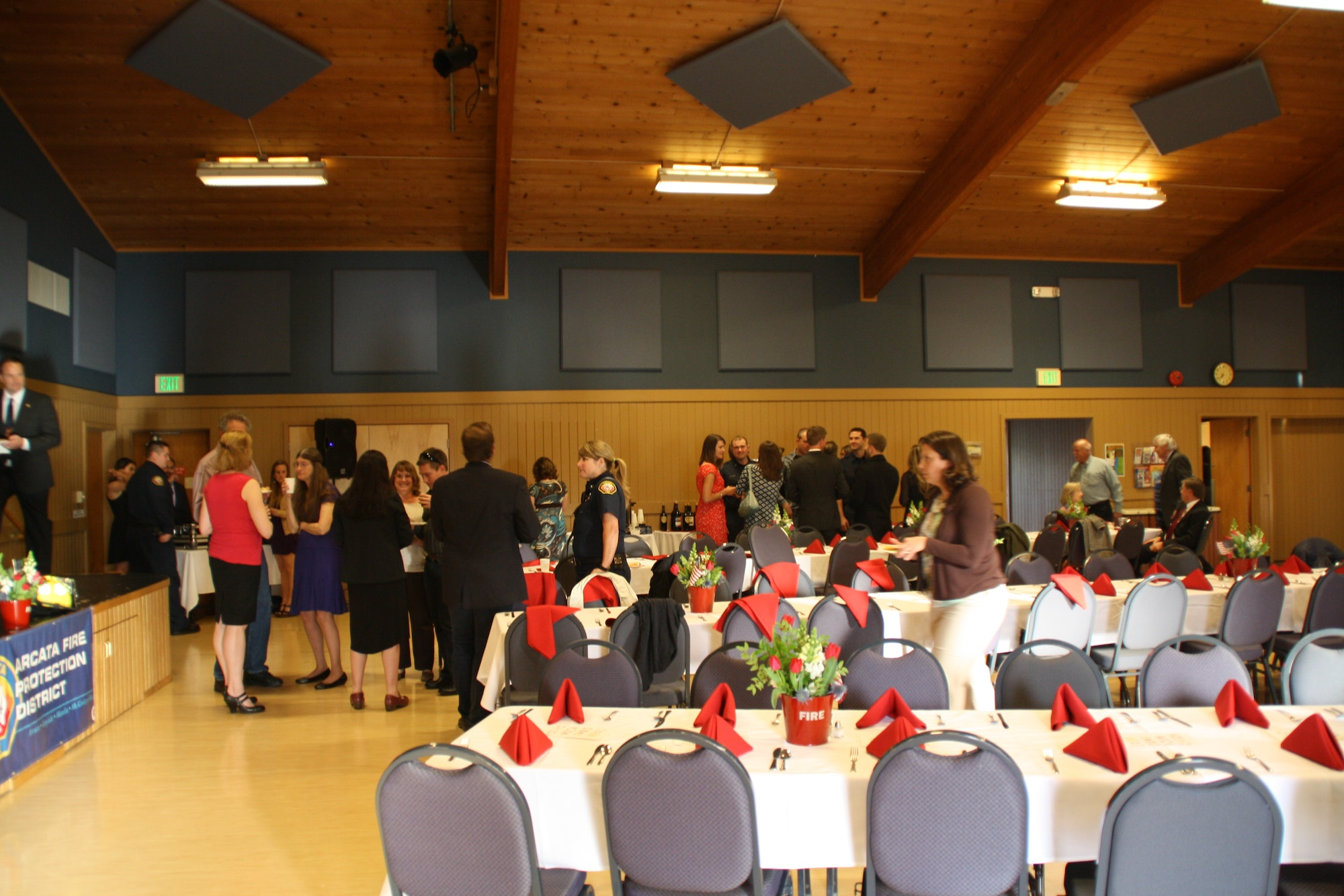 Crowd of people at a banquet.