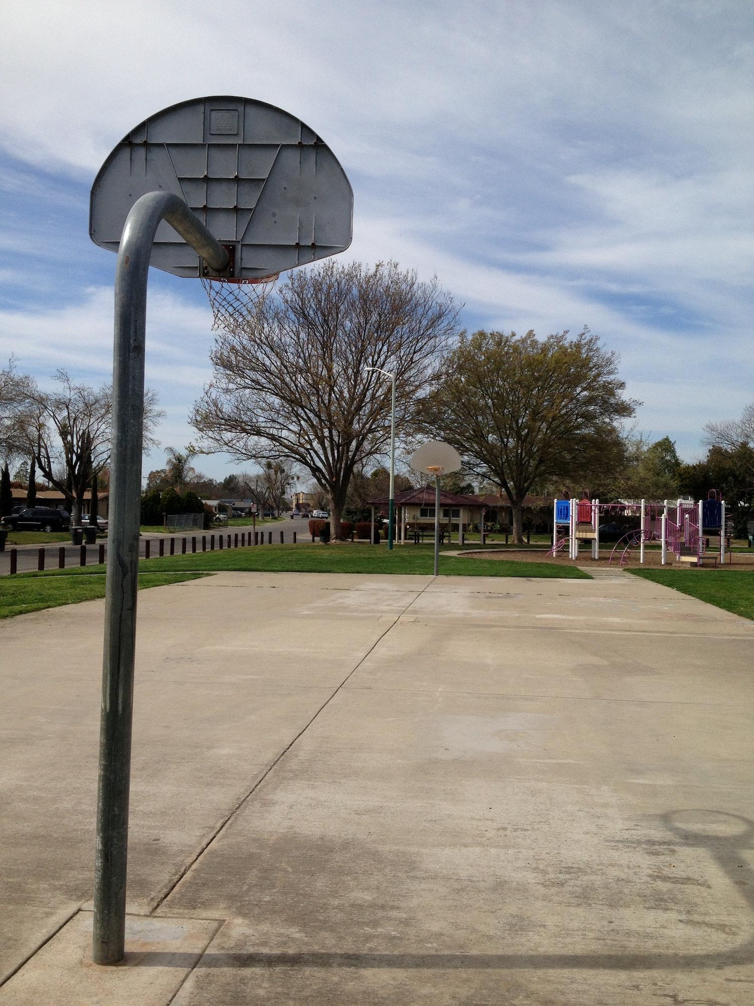 Larchmont Park basketball court