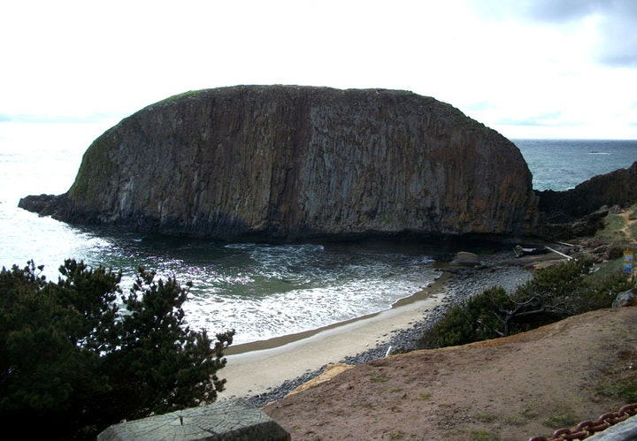 Image of rock in ocean at Seal Rock State Park