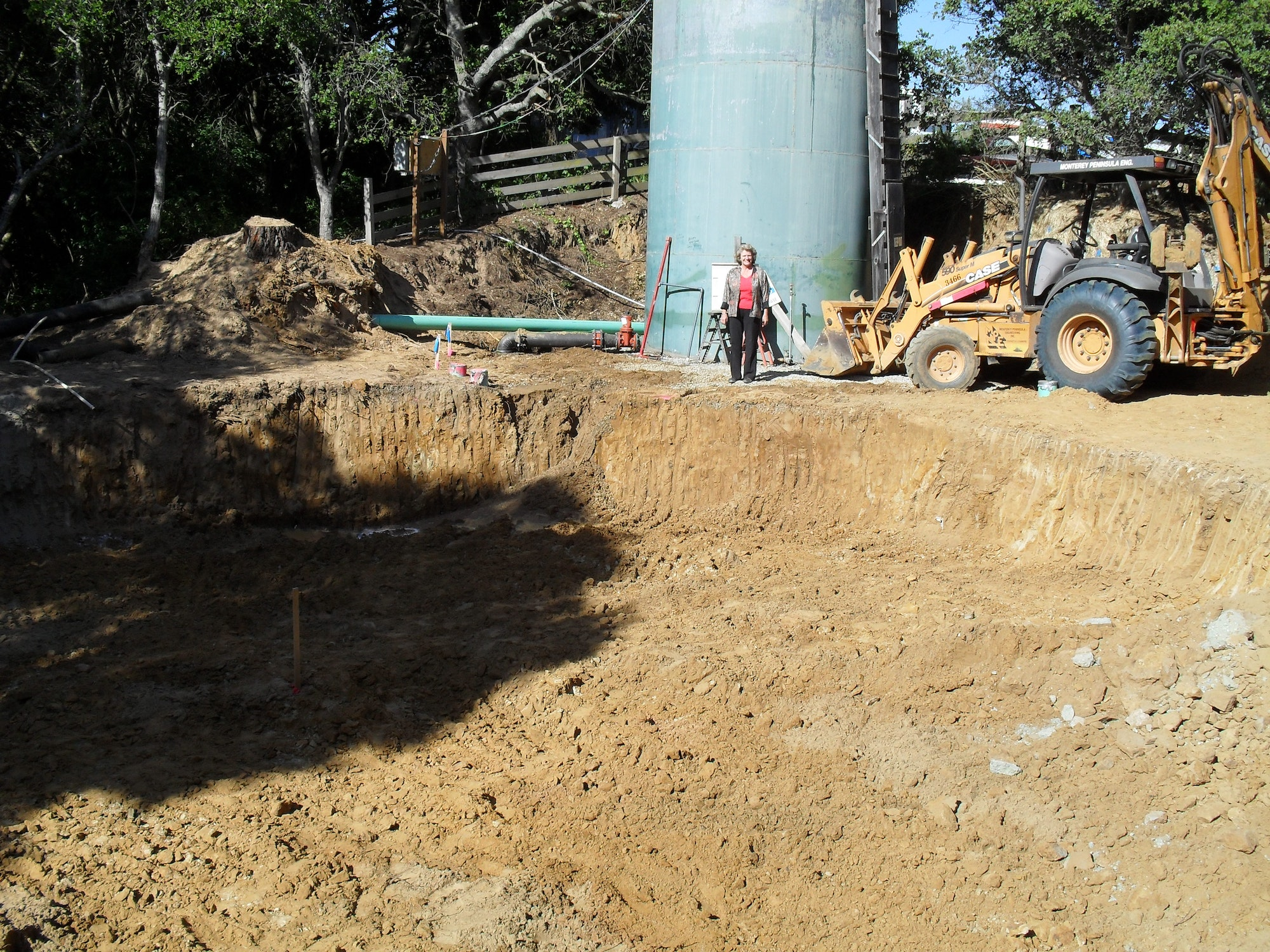 Construction for water tank installation
