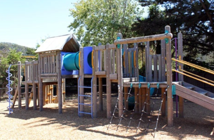 Picture of play structure at Kay Park.