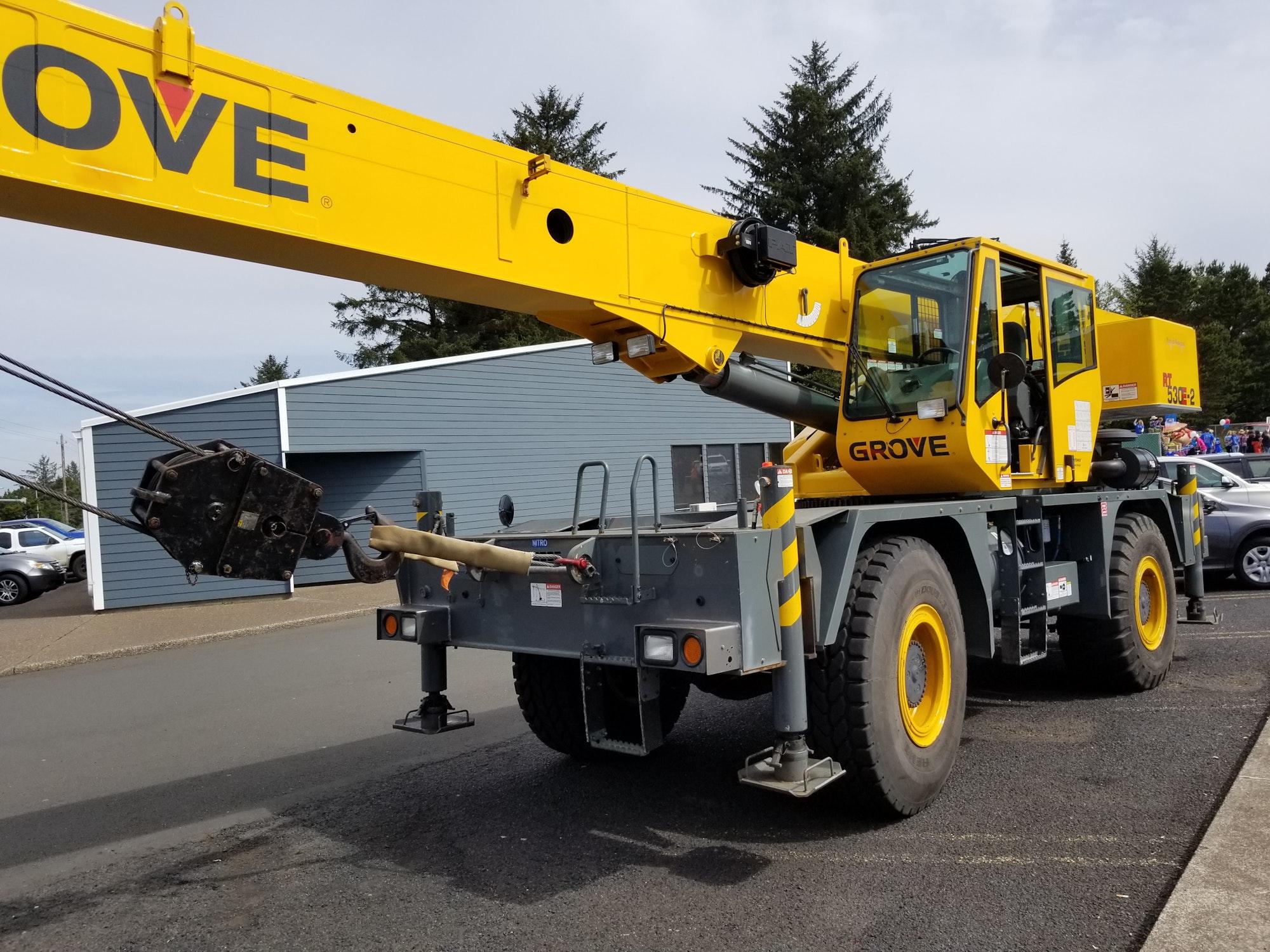 May contain: construction crane