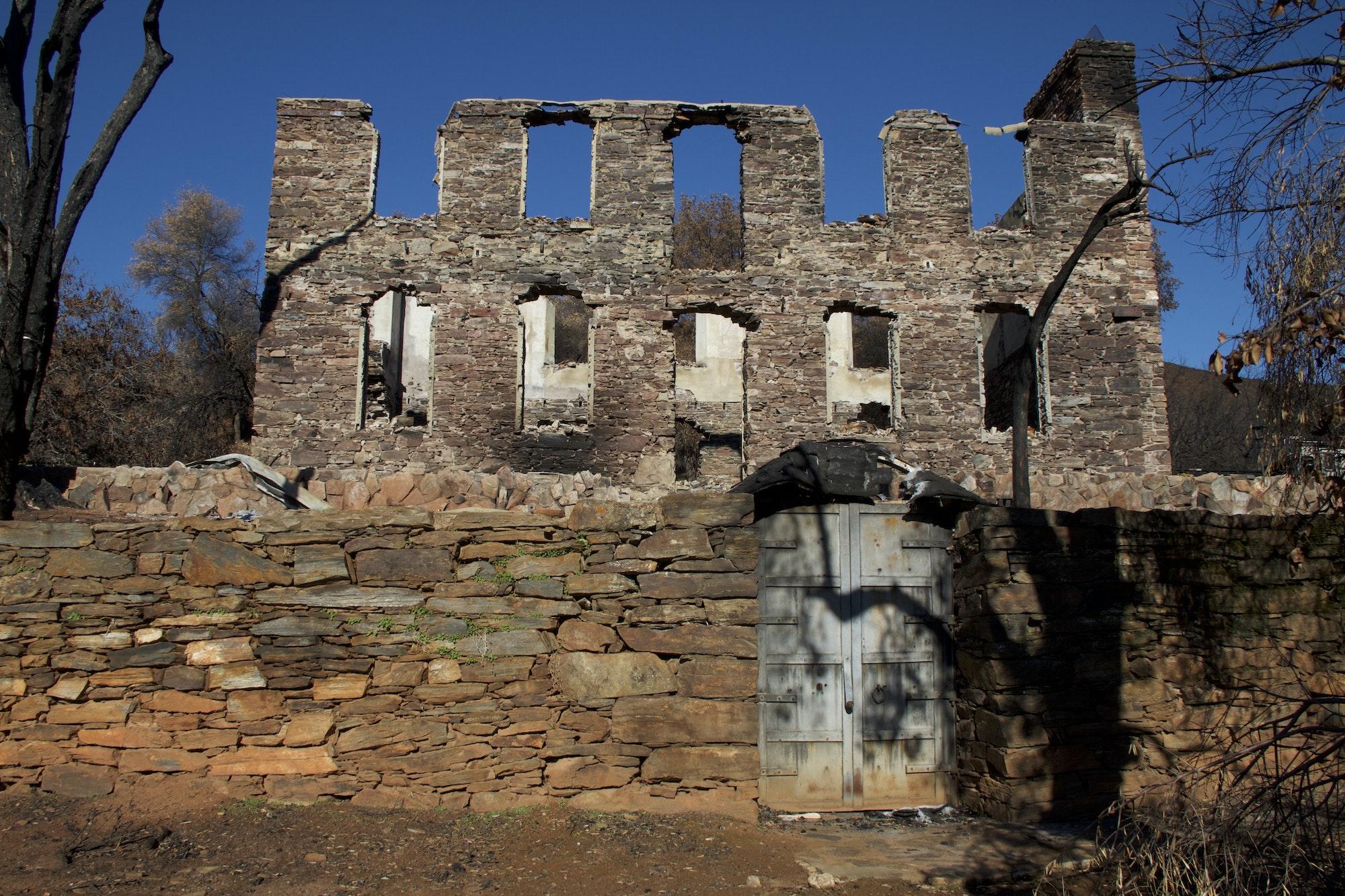 May contain: ruins