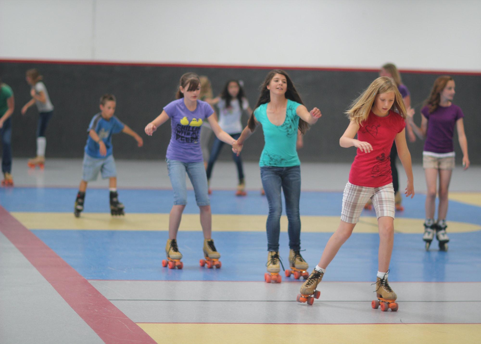 Kids skating at the power play center