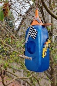 1/2 gallon plastic milk carton birdhouse