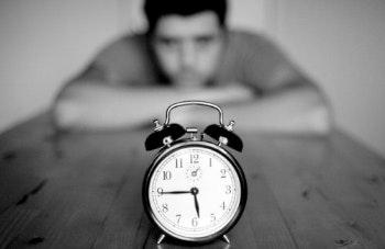 May contain: clock and alarm clock