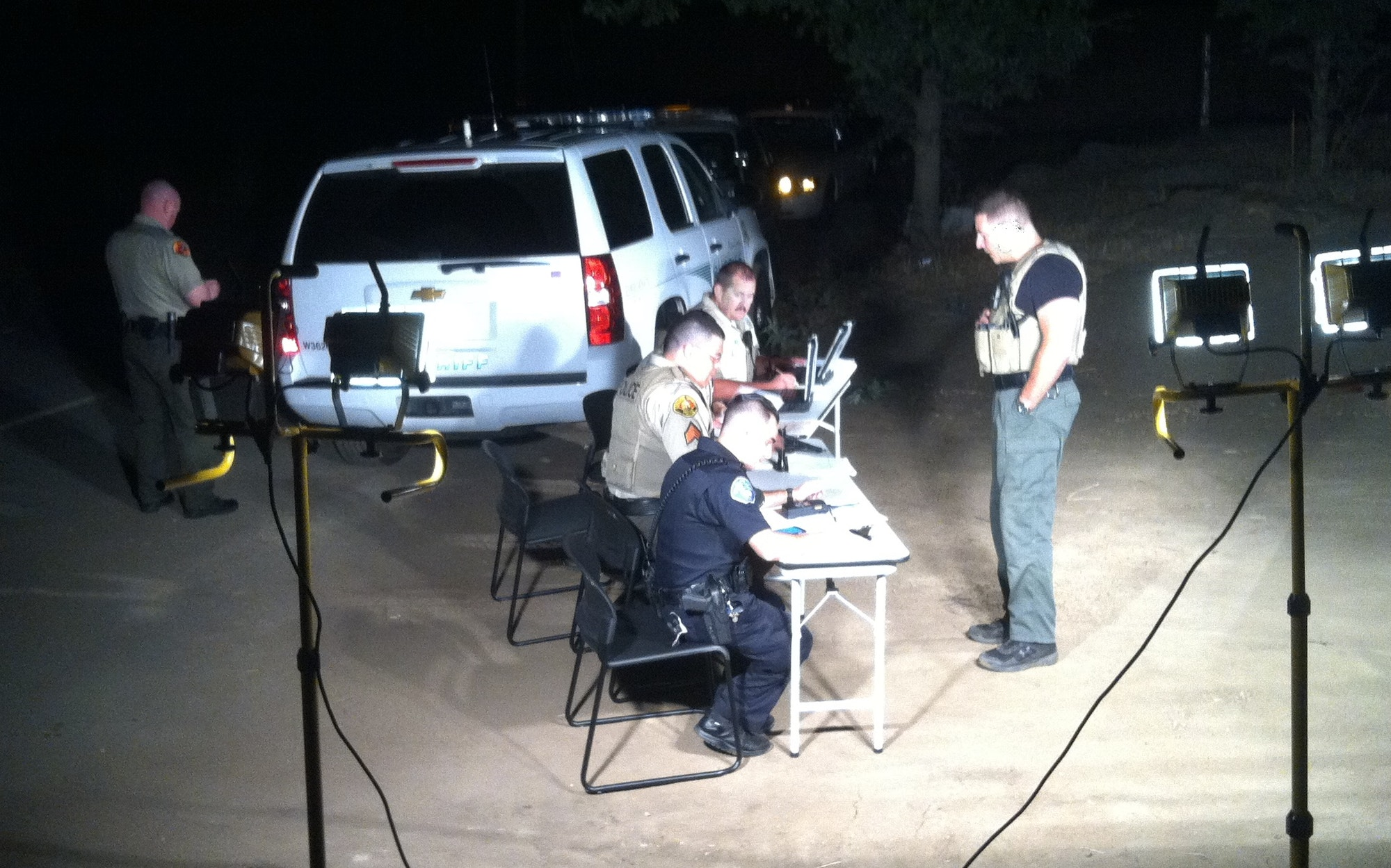 An impromtu outdoor command post set up by CERT members for SSPD during the High Gun fire. Thany you SS CERT!